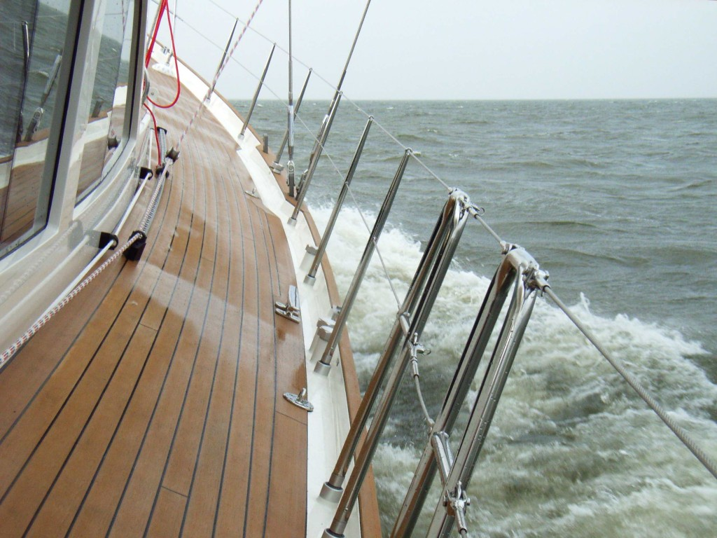 64' close-hauled at 8,3 knots