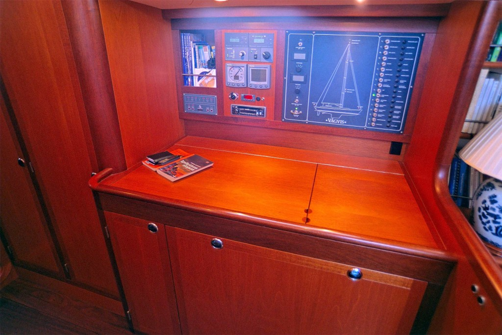 Heyman 57' Nav station, huge chart space