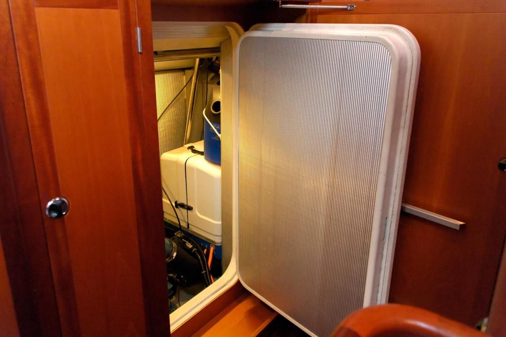 Heyman 57' engine room access