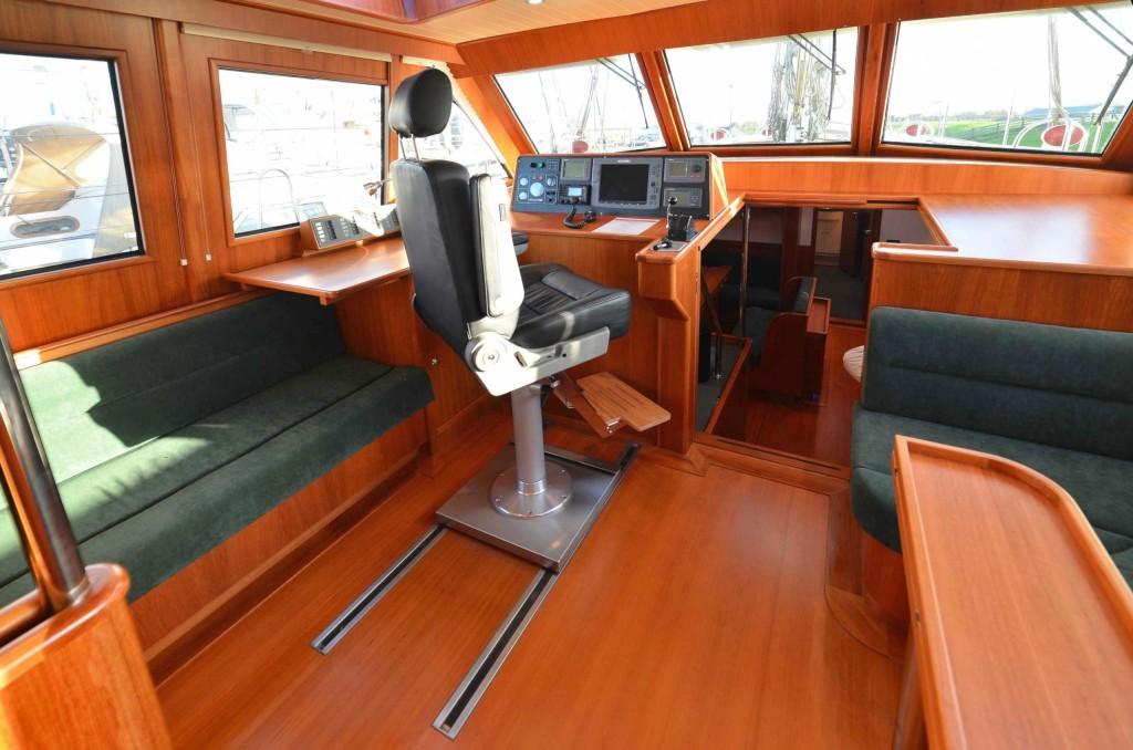 64' Pilot House with proper pilot chair