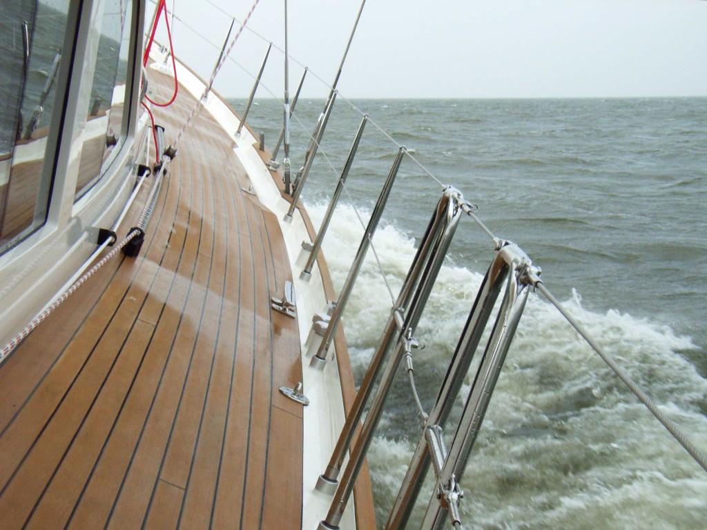 64' close-hauled at 8,3 knots